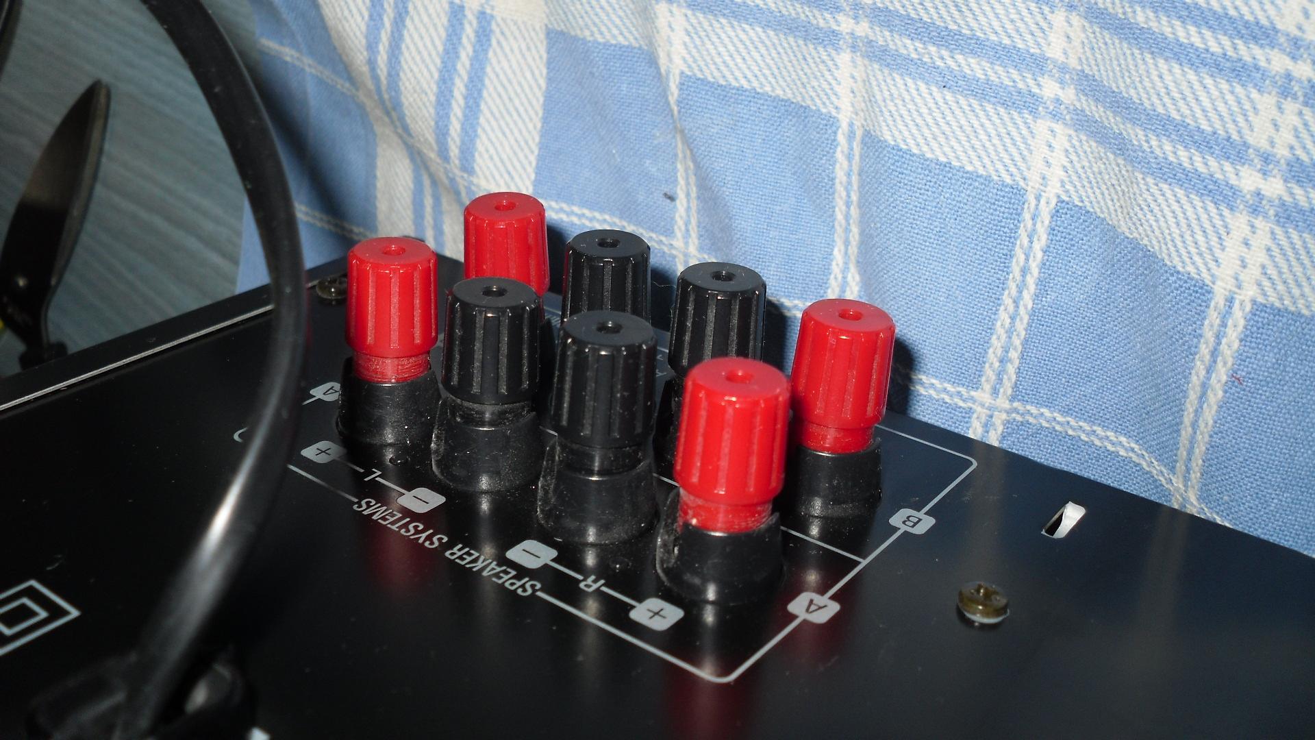 Luidsprekerconnectoren.JPG