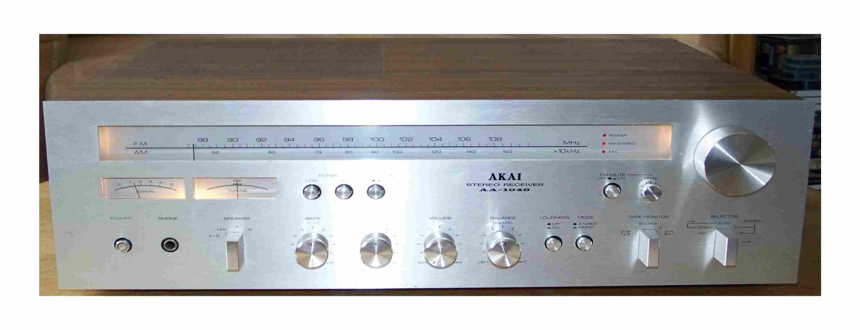 Akai AA-1040